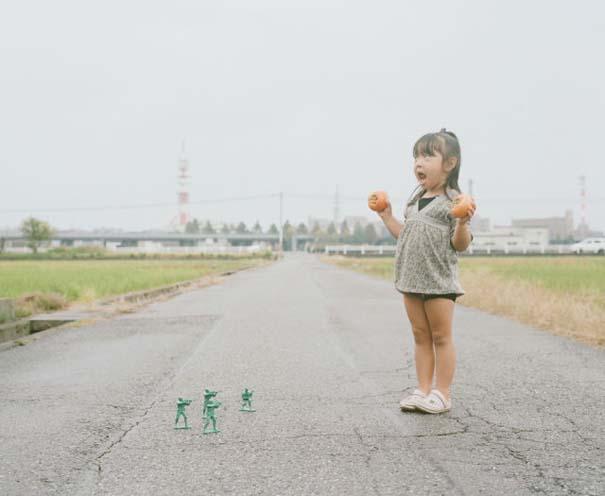 Κοριτσάκι ποζάρει σε διασκεδαστικές καταστάσεις (12)