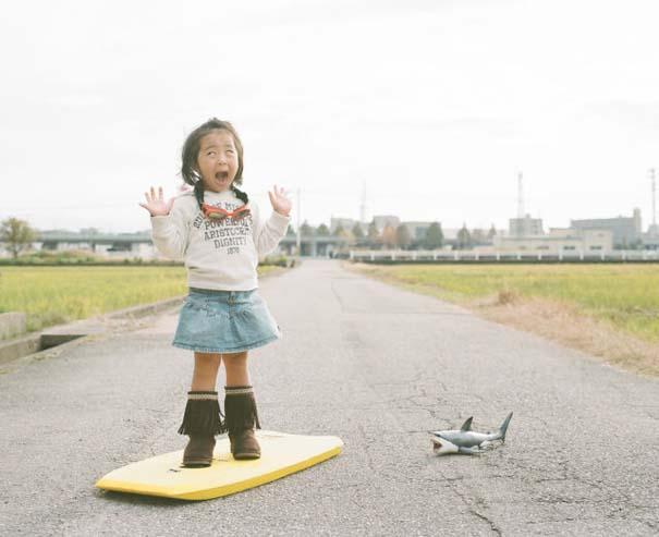 Κοριτσάκι ποζάρει σε διασκεδαστικές καταστάσεις (16)