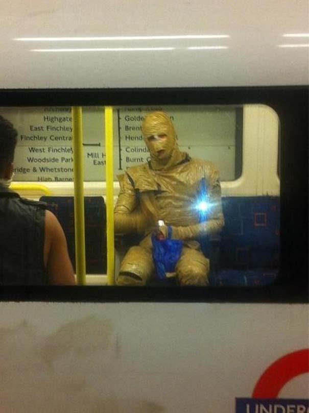 Παράξενες και κωμικοτραγικές φωτογραφίες στα μέσα μεταφοράς (9)