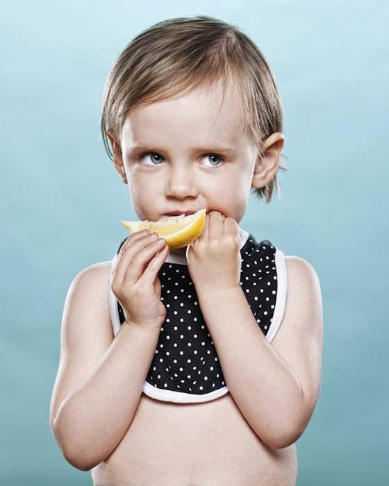 Μωρά δοκιμάζουν το πρώτο τους λεμόνι (3)
