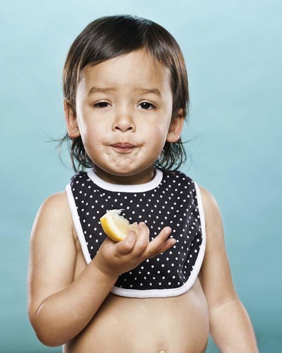 Μωρά δοκιμάζουν το πρώτο τους λεμόνι (5)