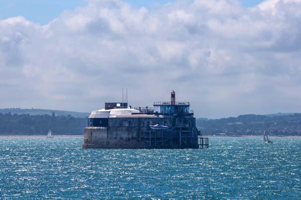 Παροπλισμένο θαλάσσιο οχυρό μετατράπηκε σε πολυτελές ξενοδοχείο (13)