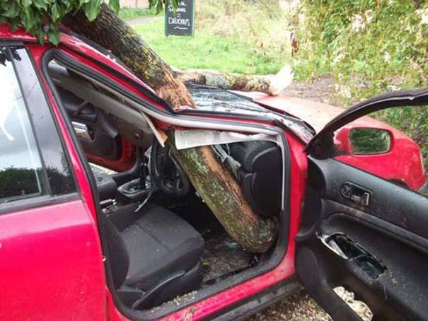 Δυο γυναίκες γλίτωσαν από ασυνήθιστο τρομακτικό ατύχημα (4)