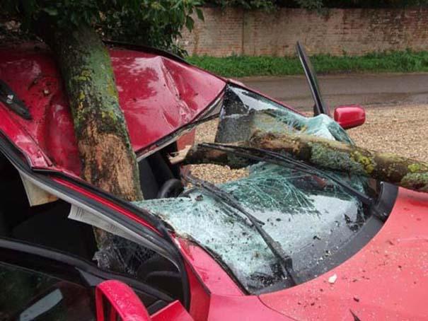 Δυο γυναίκες γλίτωσαν από ασυνήθιστο τρομακτικό ατύχημα (3)