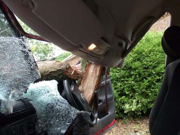Δυο γυναίκες γλίτωσαν από ασυνήθιστο τρομακτικό ατύχημα (7)
