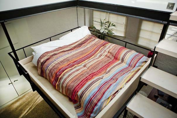 diaforetiko.gr : diamerisma sto londino me kremasto krevati 06 Διαμέρισμα στο Λονδίνο με πρωτότυπο κρεμαστό κρεβάτι!
