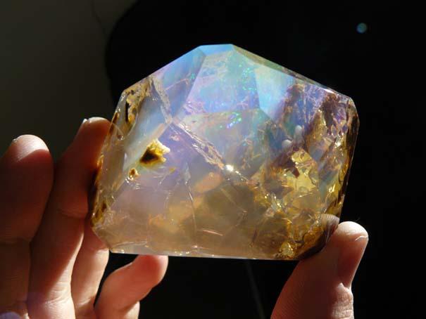 Εντυπωσιακός κρύσταλλος οπαλίου μοιάζει με μικροσκοπικό ενυδρείο (8)