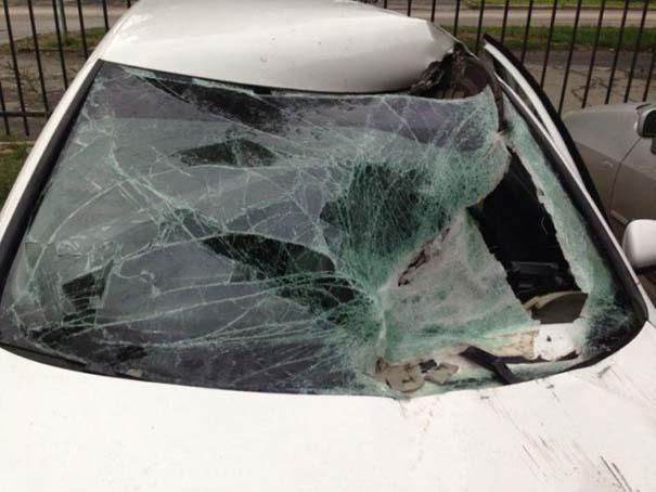 Καπάκι από φρεάτιο εναντίον αυτοκινήτου (1)