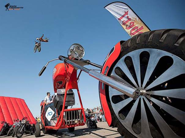 Η μεγαλύτερη μοτοσυκλέτα στον κόσμο (36)