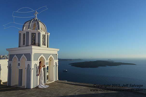 Μια νύφη φωτογραφίζεται με το νυφικό της σε όλο τον κόσμο (2)