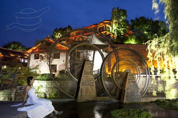 Μια νύφη φωτογραφίζεται με το νυφικό της σε όλο τον κόσμο (3)