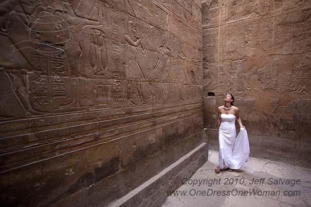 Μια νύφη φωτογραφίζεται με το νυφικό της σε όλο τον κόσμο (4)