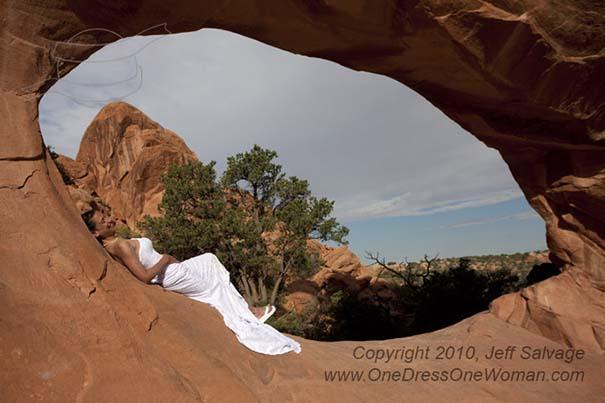 Μια νύφη φωτογραφίζεται με το νυφικό της σε όλο τον κόσμο (8)
