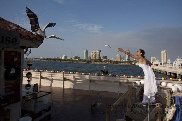 Μια νύφη φωτογραφίζεται με το νυφικό της σε όλο τον κόσμο (9)