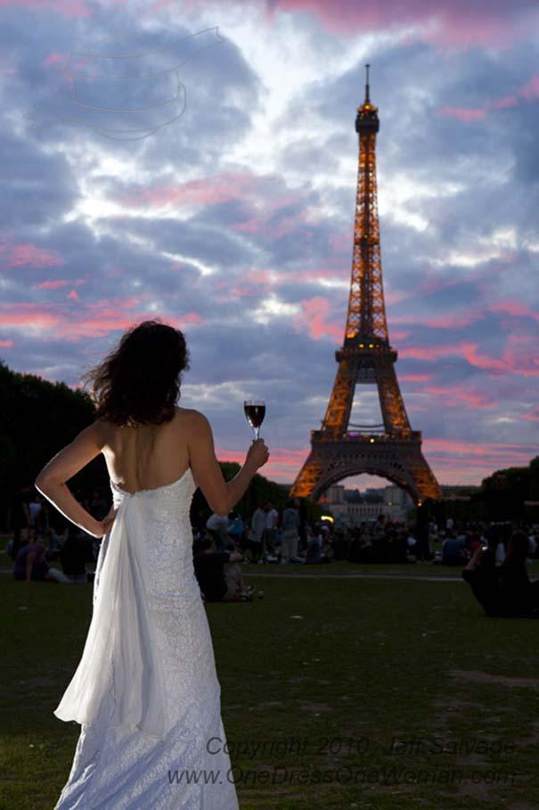 Μια νύφη φωτογραφίζεται με το νυφικό της σε όλο τον κόσμο (11)
