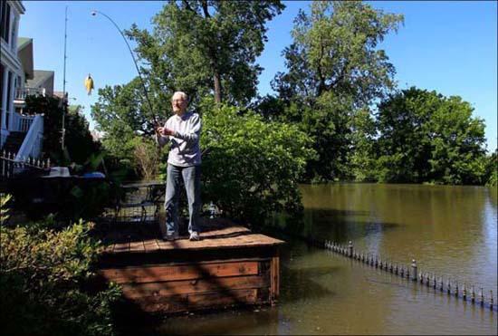 Όταν μια πλημμύρα γίνεται... αφορμή για διασκέδαση (5)