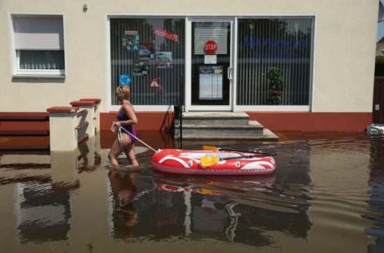 Όταν μια πλημμύρα γίνεται... αφορμή για διασκέδαση (7)