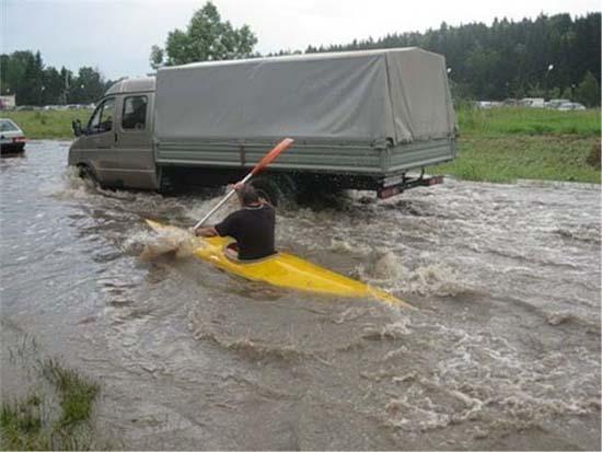 Όταν μια πλημμύρα γίνεται... αφορμή για διασκέδαση (8)