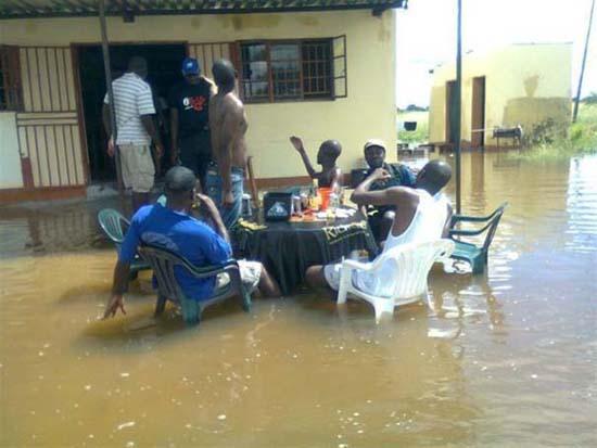 Όταν μια πλημμύρα γίνεται... αφορμή για διασκέδαση (9)