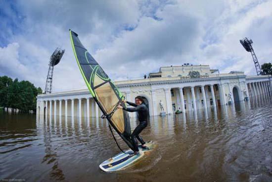 Όταν μια πλημμύρα γίνεται... αφορμή για διασκέδαση (10)