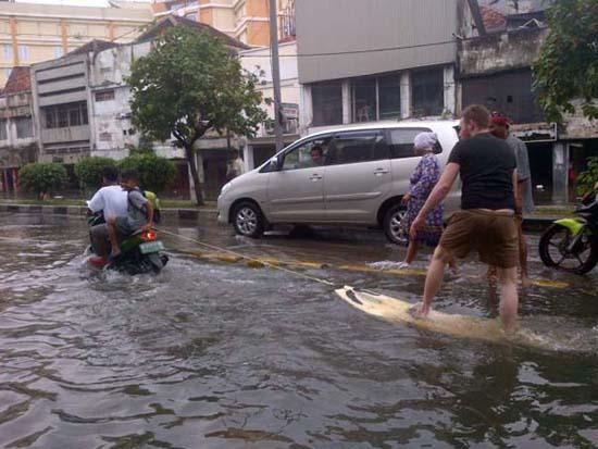 Όταν μια πλημμύρα γίνεται... αφορμή για διασκέδαση (11)