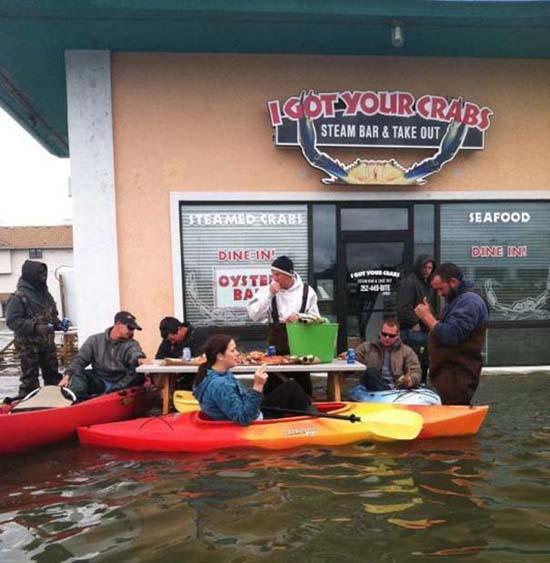 Όταν μια πλημμύρα γίνεται... αφορμή για διασκέδαση (12)