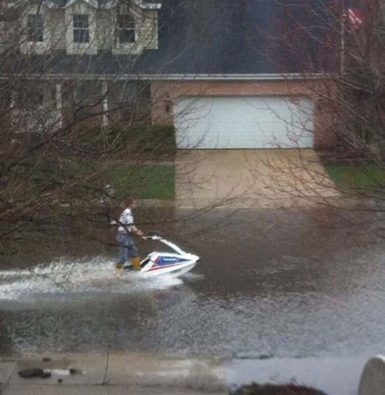 Όταν μια πλημμύρα γίνεται... αφορμή για διασκέδαση (13)