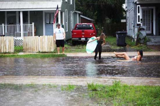 Όταν μια πλημμύρα γίνεται... αφορμή για διασκέδαση (19)