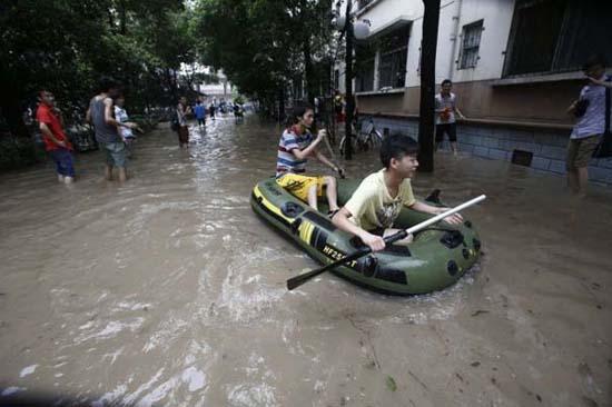 Όταν μια πλημμύρα γίνεται... αφορμή για διασκέδαση (21)