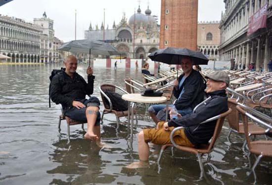Όταν μια πλημμύρα γίνεται... αφορμή για διασκέδαση (22)
