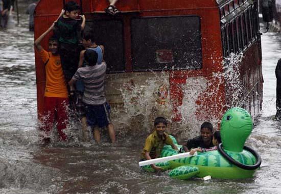 Όταν μια πλημμύρα γίνεται... αφορμή για διασκέδαση (24)