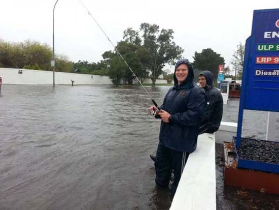 Όταν μια πλημμύρα γίνεται... αφορμή για διασκέδαση (25)