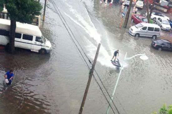 Όταν μια πλημμύρα γίνεται... αφορμή για διασκέδαση (27)