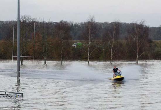 Όταν μια πλημμύρα γίνεται... αφορμή για διασκέδαση (36)