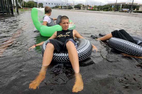 Όταν μια πλημμύρα γίνεται... αφορμή για διασκέδαση (41)
