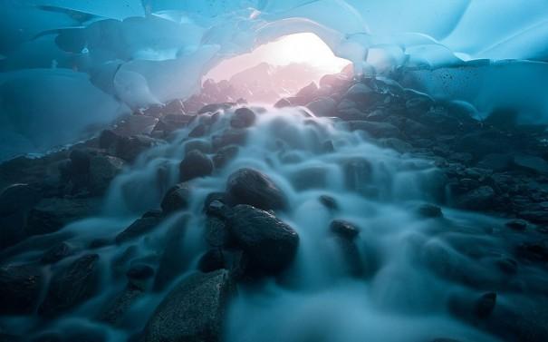 Φως στο (παγωμένο) τούνελ | Φωτογραφία της ημέρας