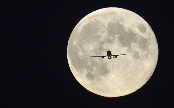 Fly me to the moon... | Φωτογραφία της ημέρας