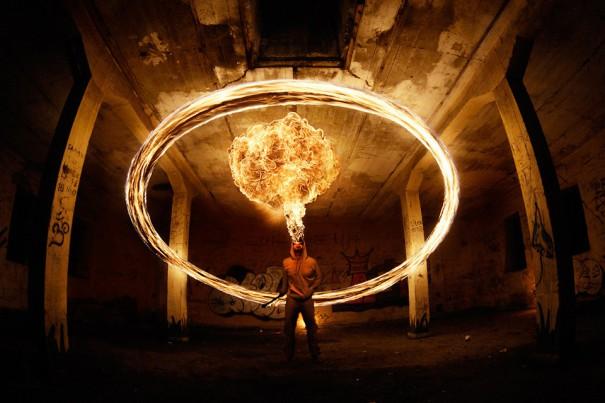 Παίζοντας με τη φωτιά | Φωτογραφία της ημέρας