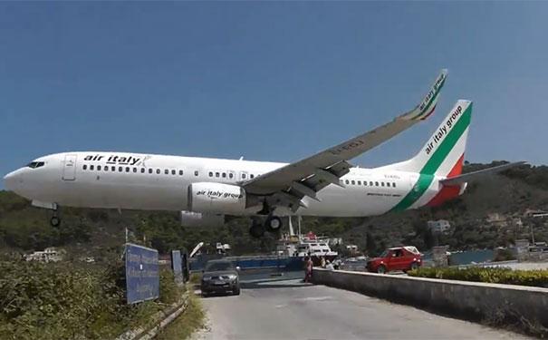 Προσγείωση που κόβει την ανάσα στο αεροδρόμιο της Σκιάθου