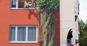Τεράστια και εντυπωσιακή τοιχογραφία σε μια ολόκληρη γειτονιά