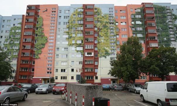 Τεράστια και εντυπωσιακή τοιχογραφία σε μια ολόκληρη γειτονιά (7)
