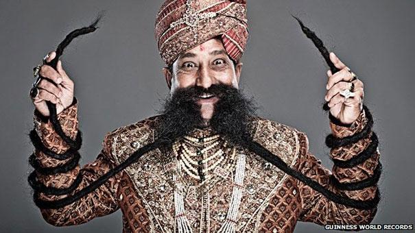 Ο άνδρας με το μεγαλύτερο μουστάκι στον κόσμο