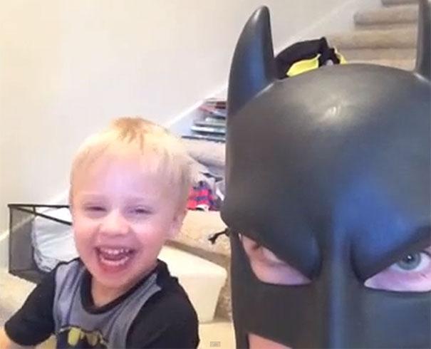 BatDad: Ο μπαμπάς «Batman» που τρελαίνει το διαδίκτυο!