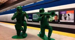 Ένα ζευγάρι… πράσινα στρατιωτάκια