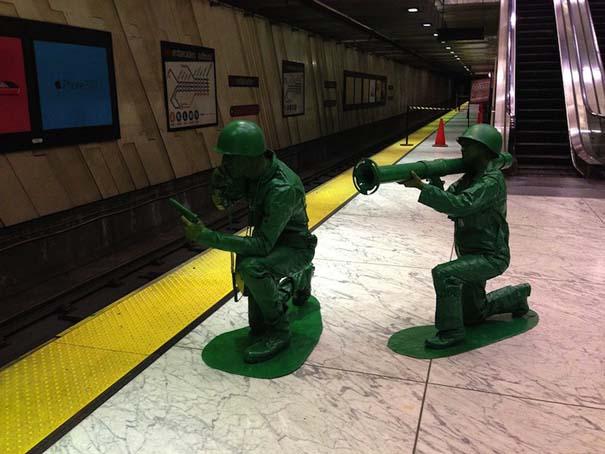 Ένα ζευγάρι... πράσινα στρατιωτάκια (2)