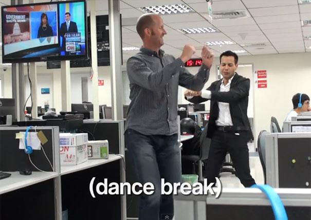 Η εταιρεία της κοπέλας που παραιτήθηκε με χορευτικό... απάντησε επίσης με χορευτικό!