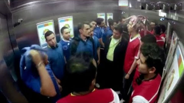 Φάρσα: Οπαδοί αντίπαλων ομάδων στο ασανσέρ και στη μέση... το θύμα