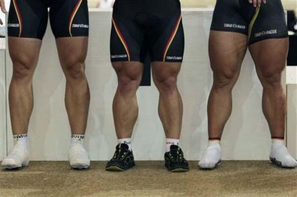 Ο Γερμανός ποδηλάτης με τα τεράστια πόδια (4)