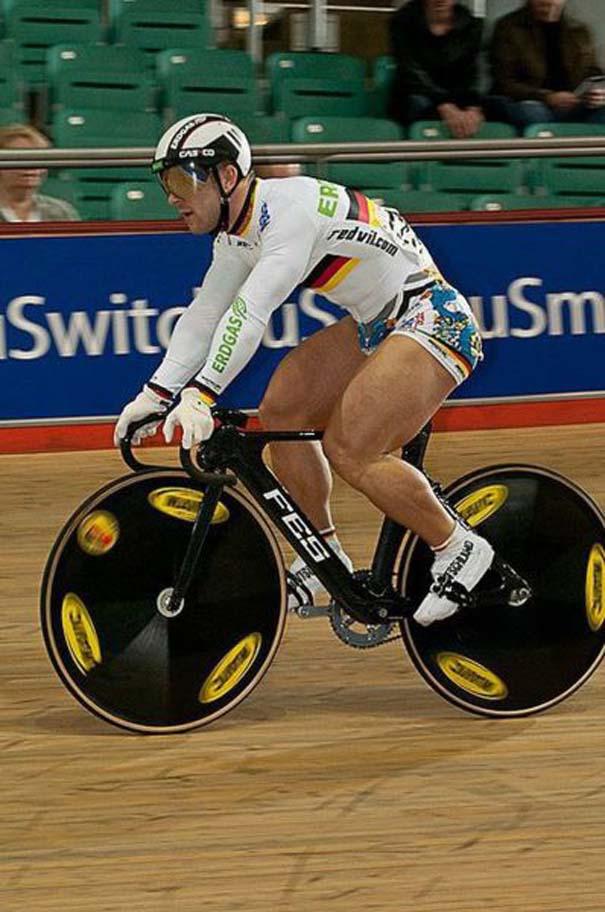 Ο Γερμανός ποδηλάτης με τα τεράστια πόδια (9)