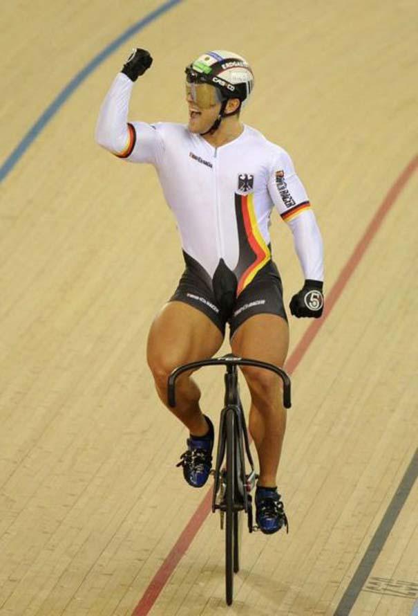 Ο Γερμανός ποδηλάτης με τα τεράστια πόδια (11)